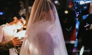 Брежнева заинтриговала своих подписчиков свадебным атрибутом