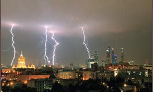 В Москве в двух человек ударила молния