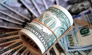 """Как россиянам поступить с долларами после """"манёвра"""" ФНБ? Мнения экспертов"""