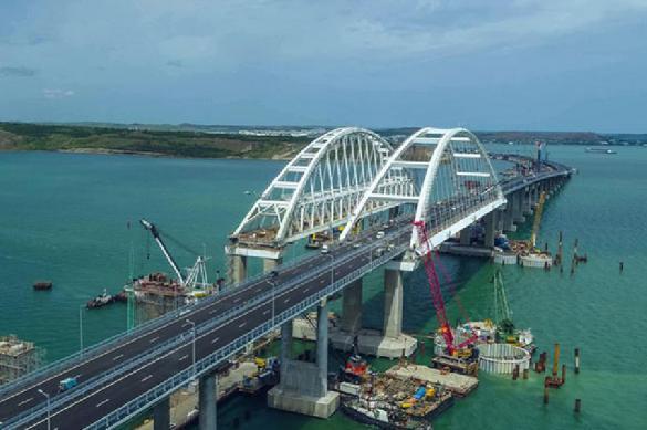 Президент России открыл сообщение по Крымскому мосту