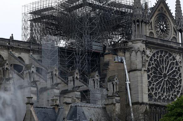 Дизайнеры из Китая предложили сделать сгоревший Нотр-Дам современнее