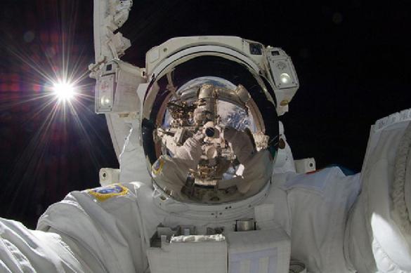 """""""Роскосмос"""" может начать выдавать космонавтам огнестрельное оружие"""