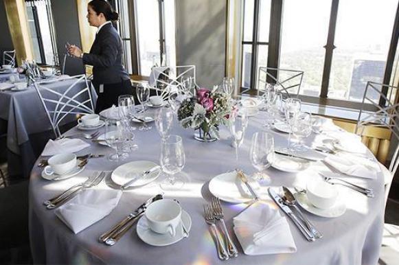 Британку наказали на £1500 за отказ обедать в одном ресторане с лесбиянками