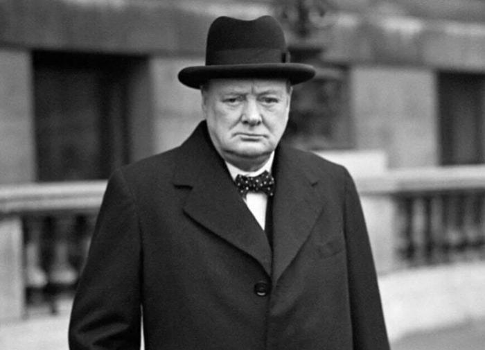 Тапочки Уинстона Черчилля продали с молотка почти за 55 тыс долларов
