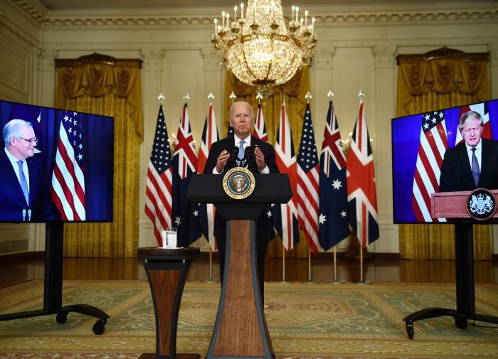 Военный политолог: открыто воевать с Россией англосаксы заставят своих союзников