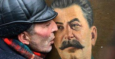 """В Саратове под крылом бомбардировщика освятили """"икону Сталина"""""""