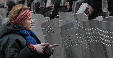 Майдановцы подкупают солдат внутренних войск