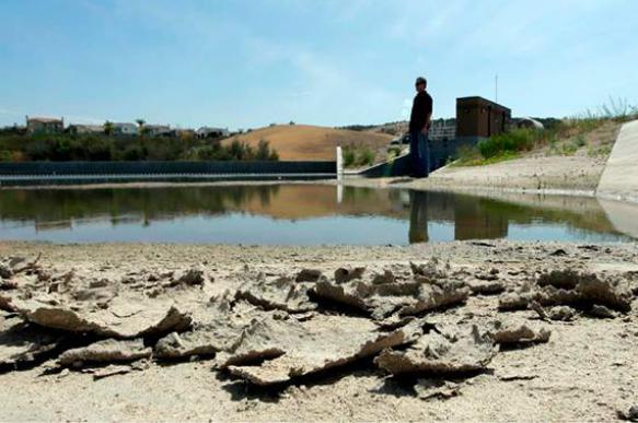 Калифорния: Чтобы сэкономить воду из-за засухи, власти отключают ее местным жителям