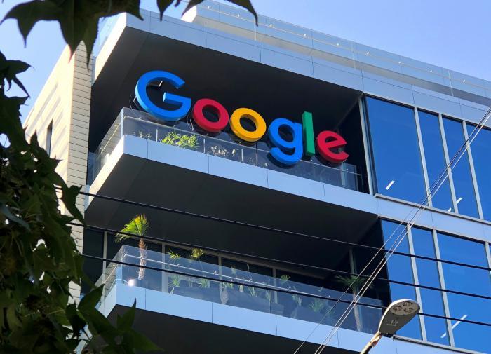 """ФССП обяжет Google убрать ссылки на сайт """"Умного голосования"""""""