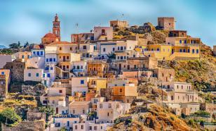 Греция и Кипр планируют принять первых туристов в июле