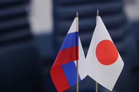 Глава МИД Японии надеется обсудить с Лавровым мирный договор