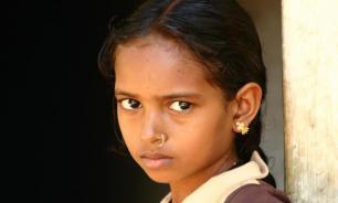 В Индии восьмилетняя девочка начала потеть и плакать кровью