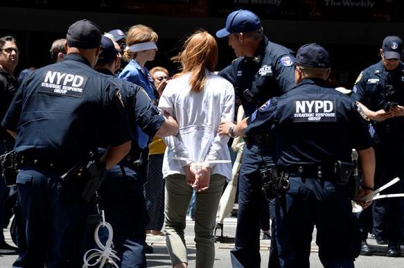 Полиция задержала 70 экоактивистов под зданием газеты NYT