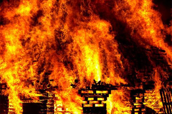 Дрон снял видео крупного пожара в детской больнице