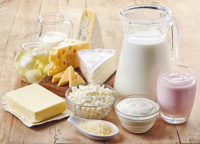 """С чем """"дружит"""" творог и молоко-одиночка: советы диетолога"""