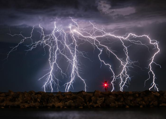 Шаровые молнии приходят из другого измерения?