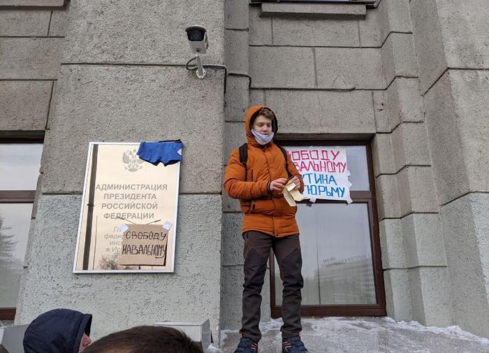 Соратники Навального не особо рады переносу суда на четверг