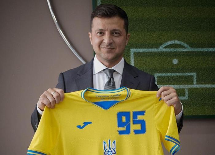 """Украина хочет убедить УЕФА оставить лозунг """"Героям слава"""" на форме"""