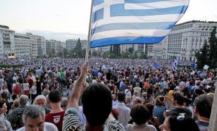 Стреляли ракетницами: в Афинах на митинг вышли восемь тысяч антипрививочников