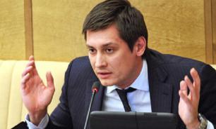 Гудкова обвиняют в заказе рисованных подписей за себя и своих друзей