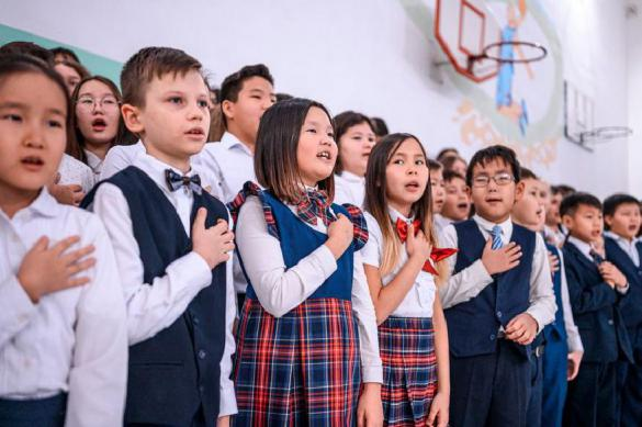 Якутский министр принуждает детей к гимну