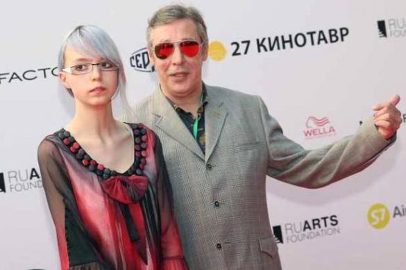 Дочь Михаила Ефремова хочет жениться на своей подруге
