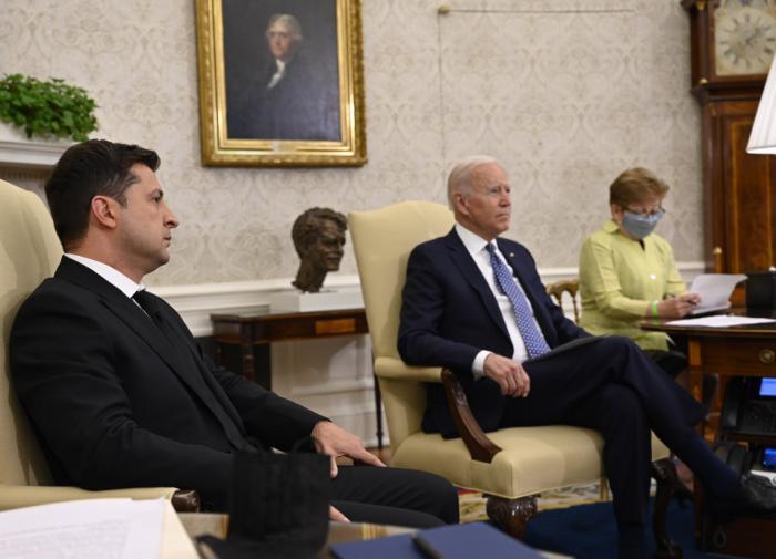 Песков: Украина дружит с США против России