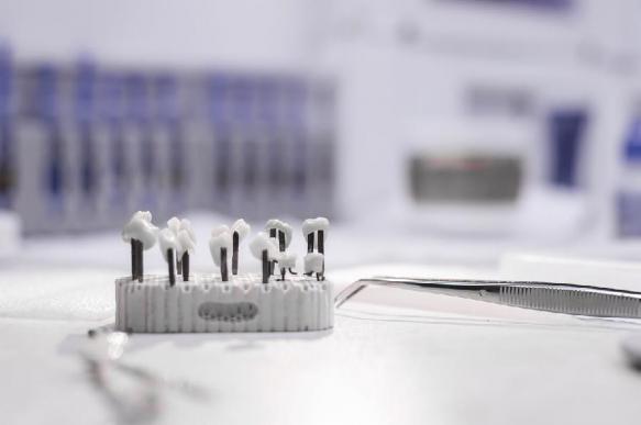 Специалисты создали искусственный зуб на чипе