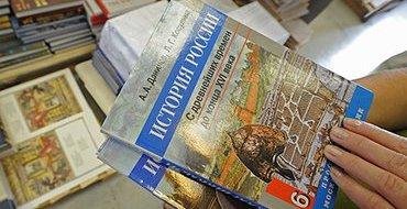 Путин призвал ускорить процесс создания единого учебника истории