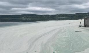 Огромное озеро покрылось пеной на Урале