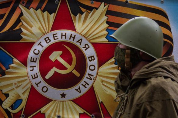 """Политолог: парад и """"Бессмертный полк"""" разделили ради безопасности"""
