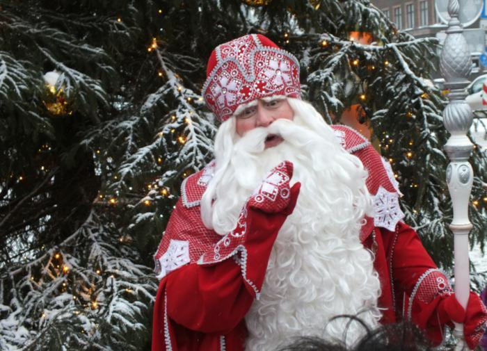 В Омске автоинспекторы задержали пьяного Деда Мороза