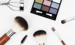 Продажи декоративной косметики в России упали на 80%