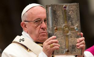 Эксперт: Георгиевская лента на Папе Римском - нечто большее, чем просто символ
