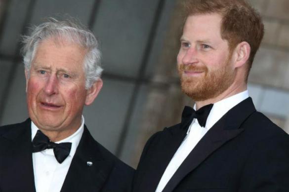 Принц Гарри живет с супругой на деньги своего отца