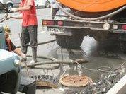 Центр Владивостока затопили нечистоты