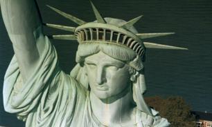 Молния поразила статую Свободы в Нью-Йорке