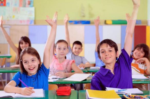 В Госдуме приняли закон о праве братьев и сестер ходить в одну школу