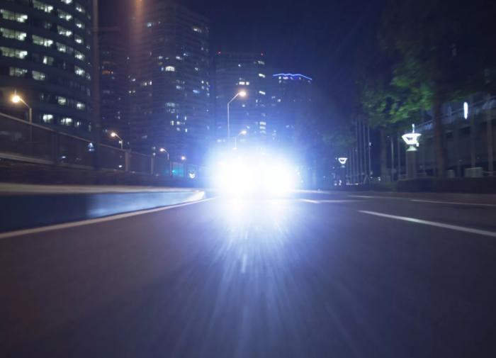 Как не ослепнуть на ночной дороге от света фар встречной машины
