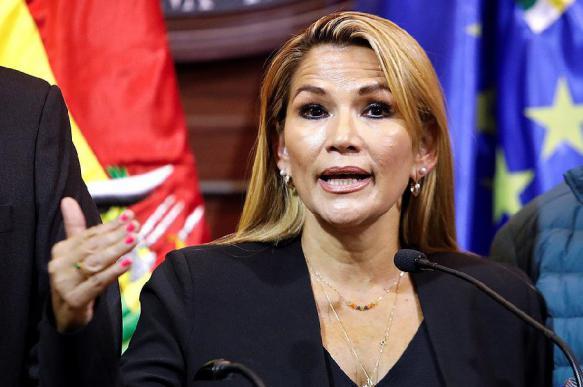 МИД подтвердил признание временного президента Боливии Москвой