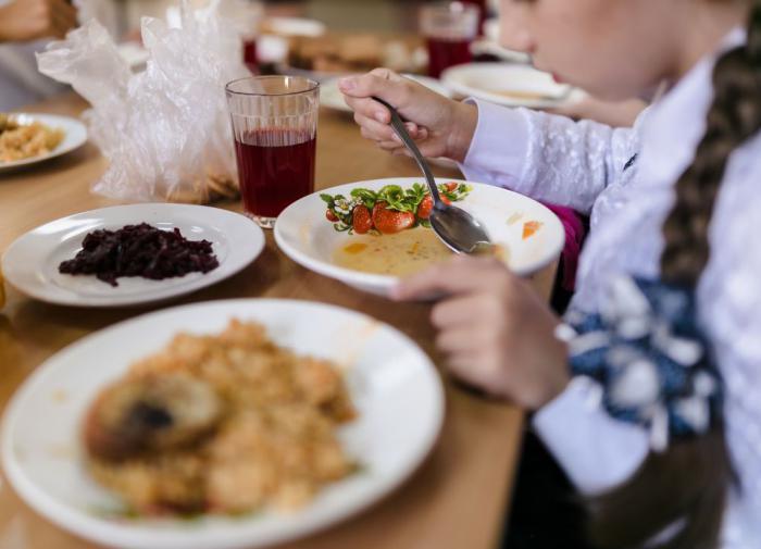 Роспотребнадзор в школах запретит макароны и колбасу