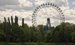 Посетители парка застряли на колесе обозрения в Измайловском парке