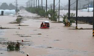 Спасатели пропали без вести в Южной Корее после наводнения
