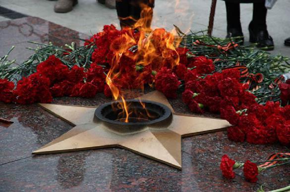 На Украине придумали способ ношения георгиевских лент