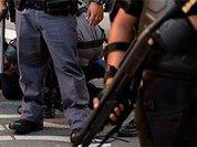 Полиция расстреляла толпу учителей за требование сохранить пенсии