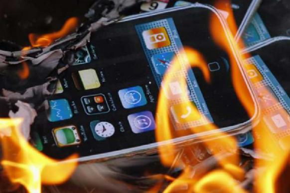Телефон взорвался в руках волгоградского школьника