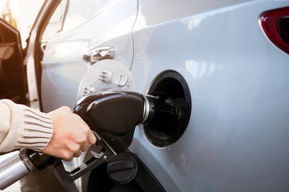 В России вновь дорожает бензин