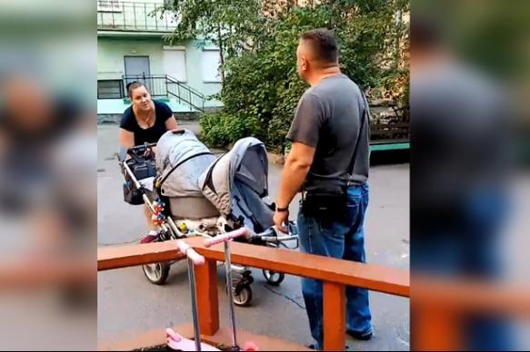 """Петербуржцы угрозами прогнали """"чужих"""" детей из своего двора"""