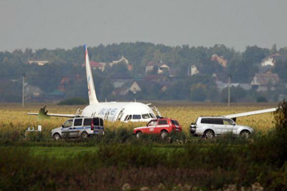 Пассажиры самолета, приземлившегося на кукурузном поле, рассказали о ЧП
