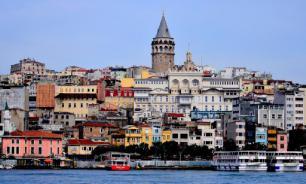 В Стамбуле задержали мошенников, вымогавших деньги у туристов
